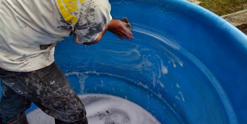 lavado y tallado a mano con jabón